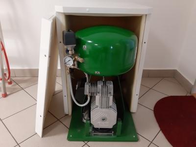 EKOM dentální kompresor ve skříňce