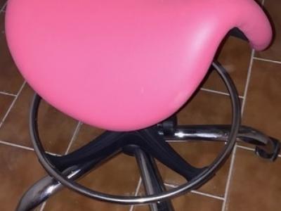 Sedák ve tvaru sedla růžový